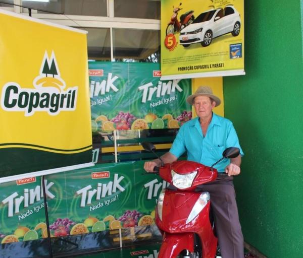 Cliente do Supermercado Copagril de Nova Santa Rosa é premiado com uma moto (Foto: Tainã Felipe Cerny/Assessoria Copagril )