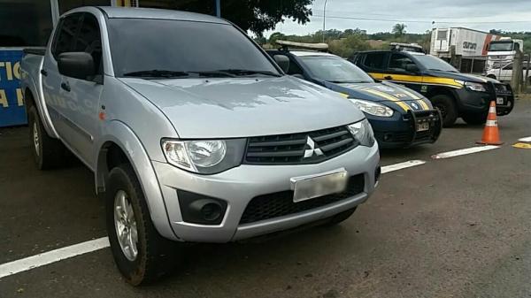 Caminhonete Mitsubishi L200 com ocorrência de roubo na cidade de Duque de Caxias. (Foto: PRF)