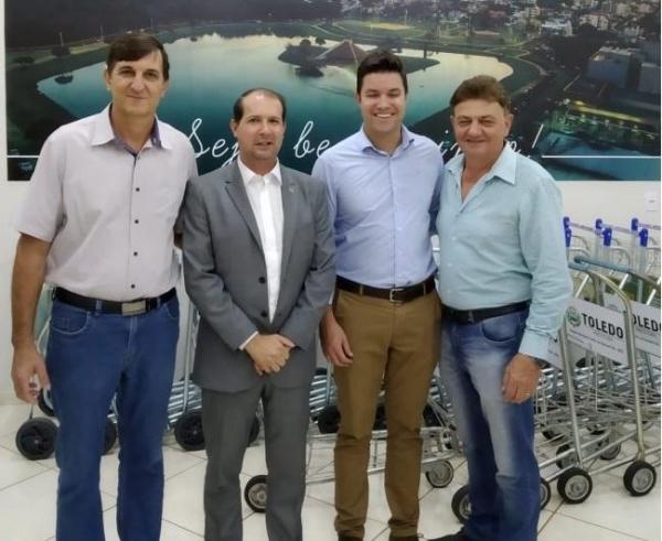 O prefeito Norberto Pinz, e o presidente da Câmara de Vereadores, Ari Schmidt. estiveram presentes. (Foto: Reprodução)